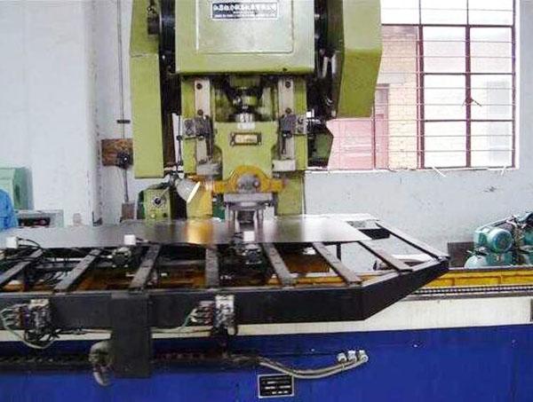 生产设备-自动冲床